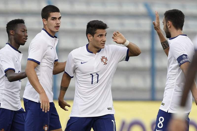Seleção Portuguesa de sub 21 a festejar golo