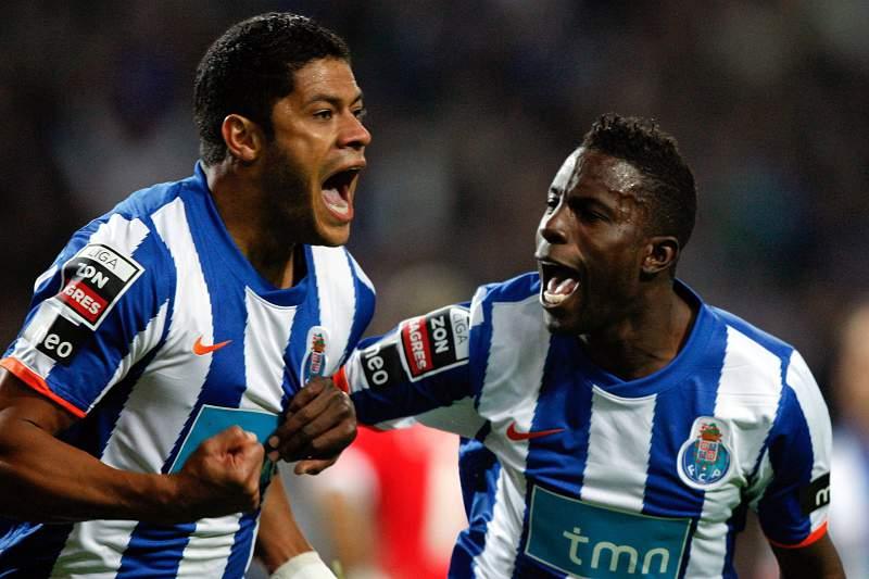 Hulk e Varela na vitória do FC Porto sobre o Benfica por 5-0