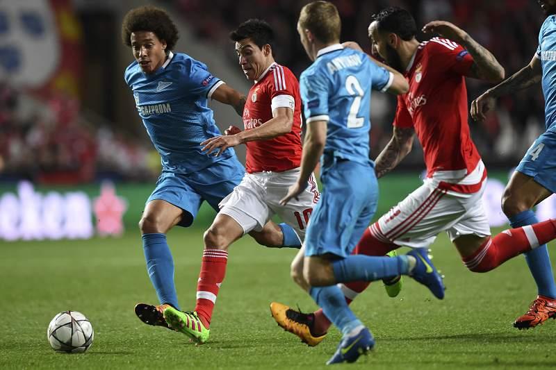 Axel Witsel em ação pelo Zenit no Estádio da Luz contra o Benfica