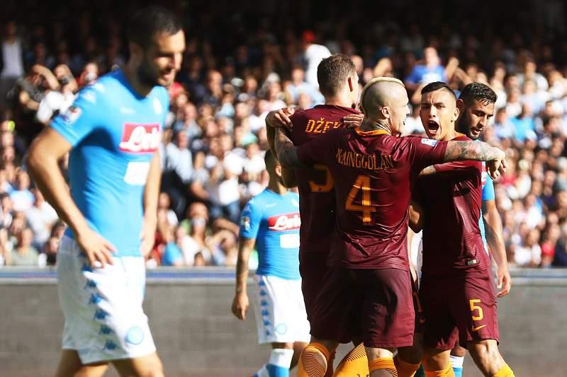 Dzeko celebra o primeiro golo diante do Nápoles