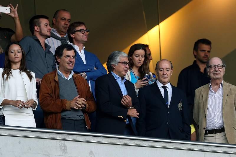 Pinto da Costa voltou à tribuna do Dragão para ver vitória do FC Porto no 'clássico'