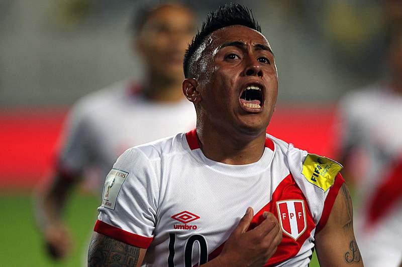 Christian Cueva celebra um golo pelo Peru