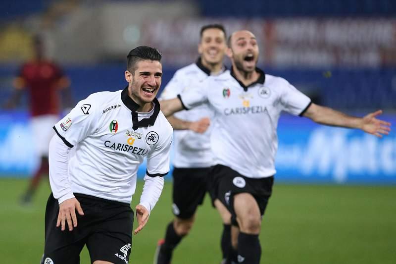 Gennaro Acampora do Spezia festeja o golo da vitória sobre a AS Roma na Taça de Itália