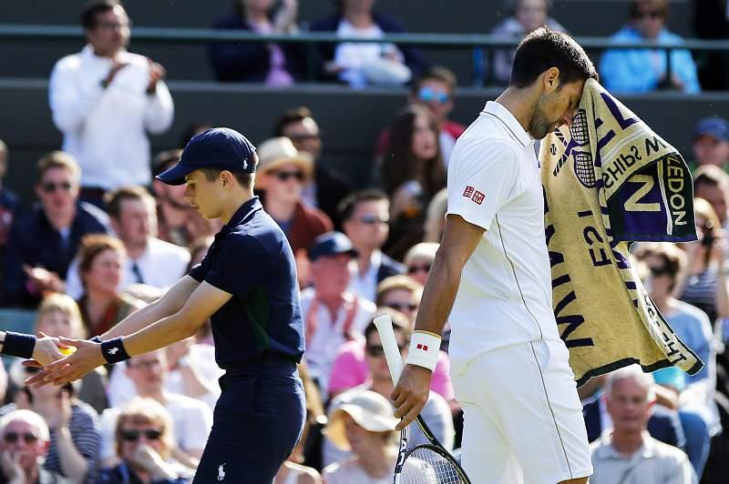 Djokovic desliudido depois de sair de cena em Wimbledon