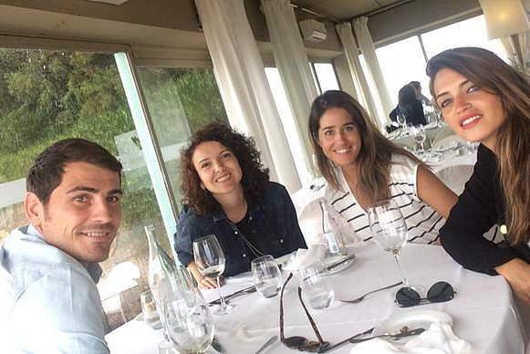 Casillas e Sara Carbonero receberam visitas no Porto