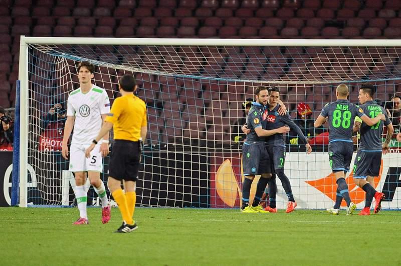 Jose Callejón celebra o primeiro golo do Nápoles
