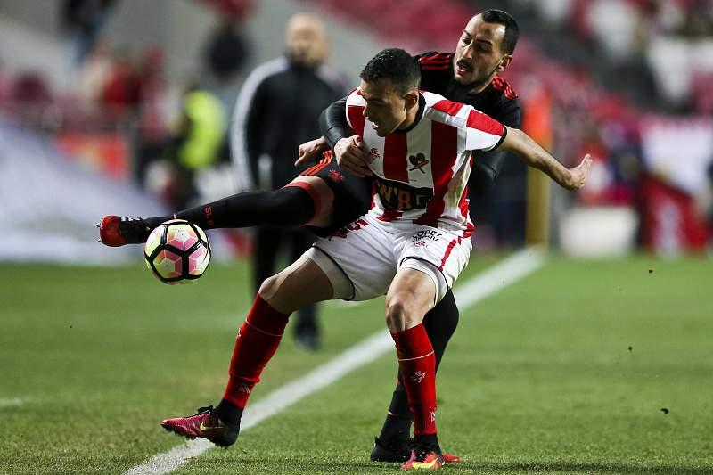 Wellington em ação pelo Leixões num jogo da Taça de Portugal contra o Benfica