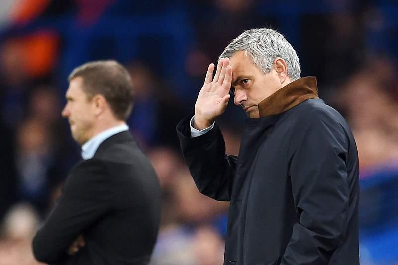 José Mourinho agradece aos adeptos do Chelsea o apoio diante do Dínamo Kiev