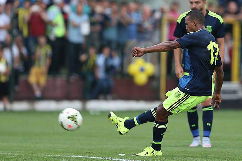 Com Nani e Bruno Alves, Fenerbahçe consegue apenas um empate