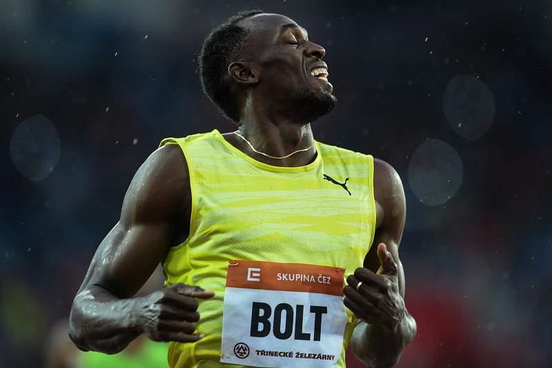 Usain Bolt celebra a vitória nos 200 metros no meeting de Ostrava