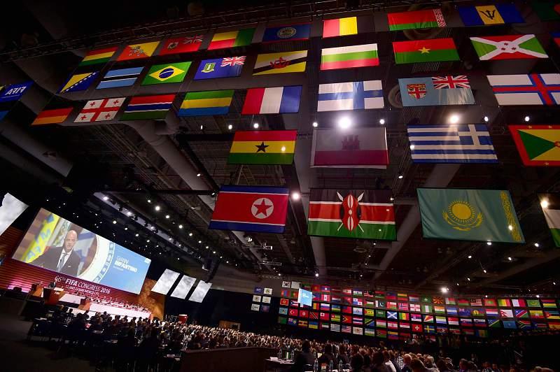 FIFA suspende proibi