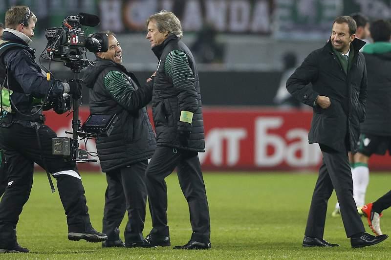 Equipa técnica do Sporting festeja vitória na Rússia