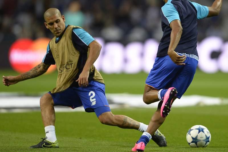 Maxi Pereira durante um treino de aquecimento do FC Porto