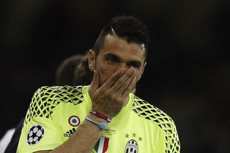 Juventus' golakeeper Gianluigi Buffon reacts after the UEFA Champions League final football match between Juventus and Real Madrid at The Principality Stadium in Cardiff, south Wales, on June 3, 2017. / AFP PHOTO / Adrian DENNIS
