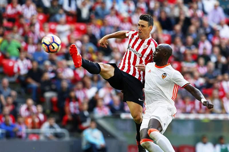 Aduriz e Mangala num Valência -Athletic Bilbao