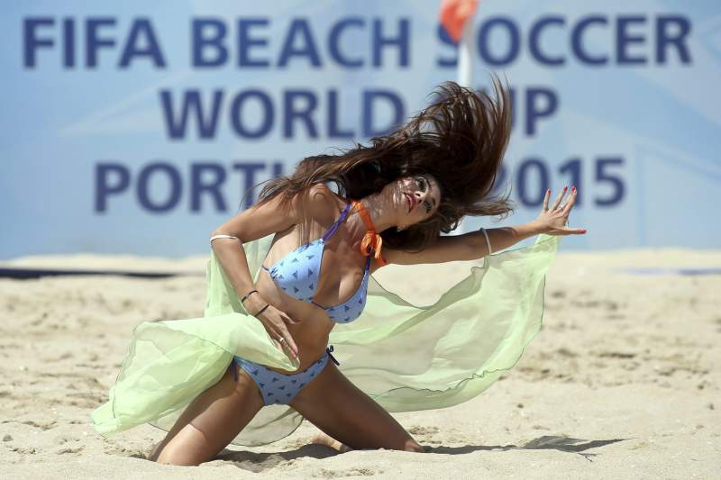 Cheerleaders durante o Mundial de Futebol de Praia