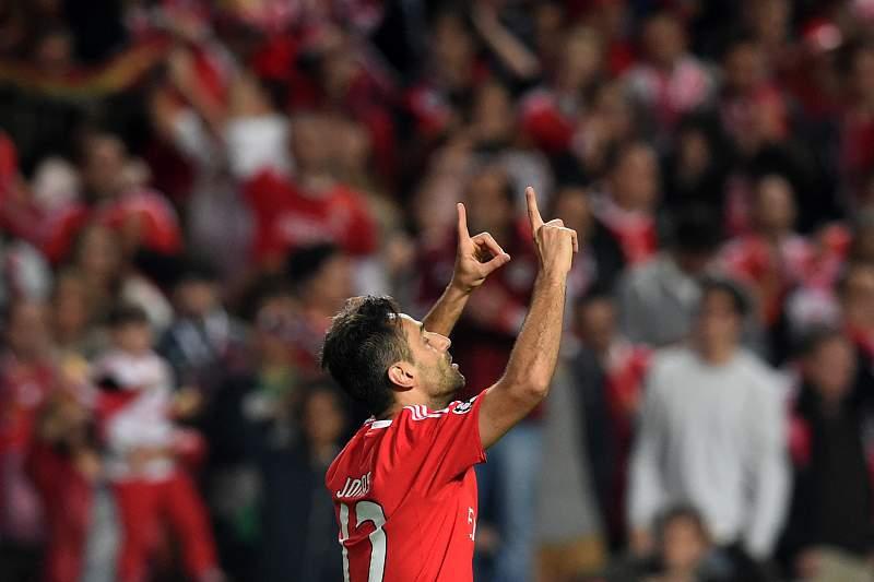 Jonas celebra o primeiro golo na Liga dos Campeões com a camisola do Benfica