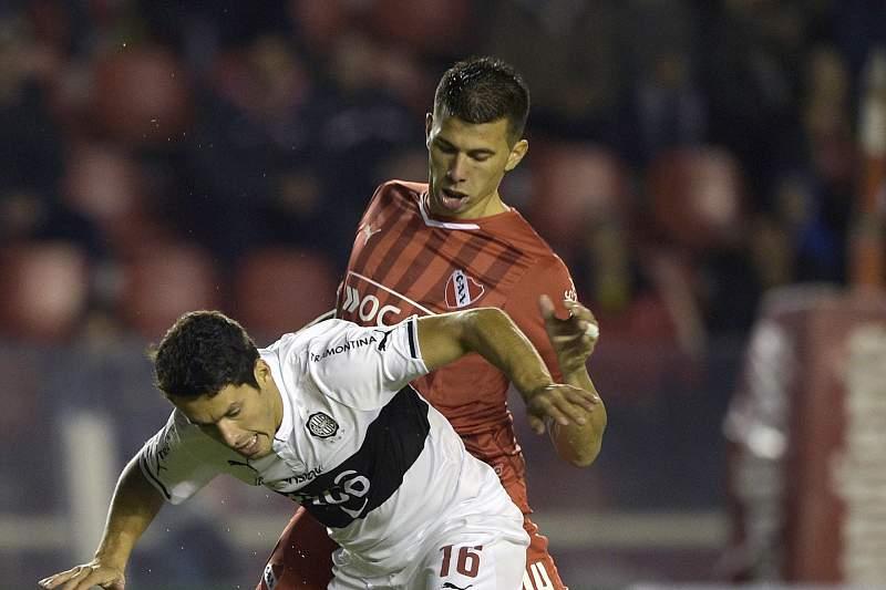 Víctor Cuesta é apontado ao Benfica pelo seu empresário