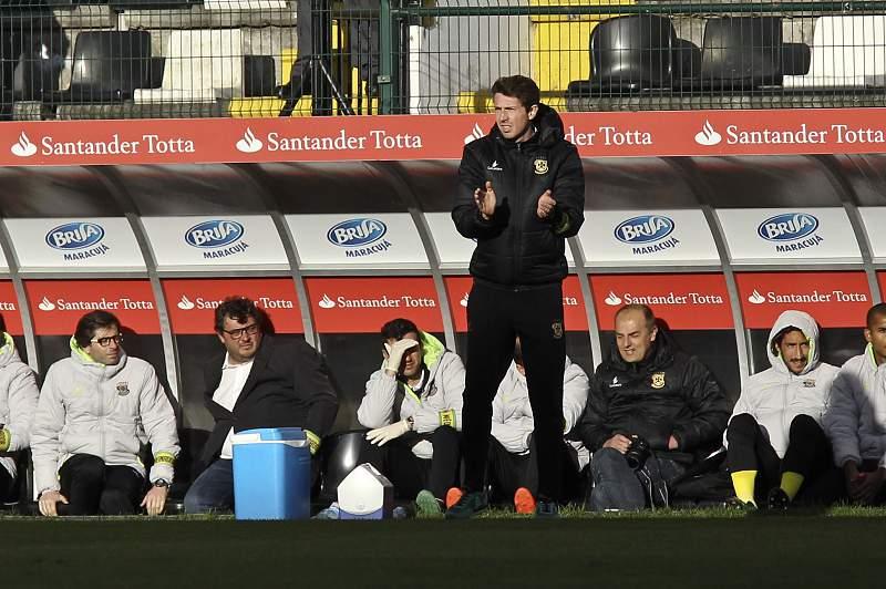 Vasco Seabra dá indicações durante o jogo entre Nacional e Paços de Ferreira que terminou 1-1