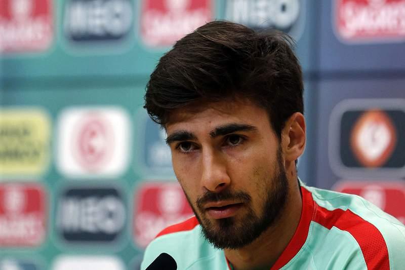 André Gomes durante uma conferência de imprensa da Seleção Nacional