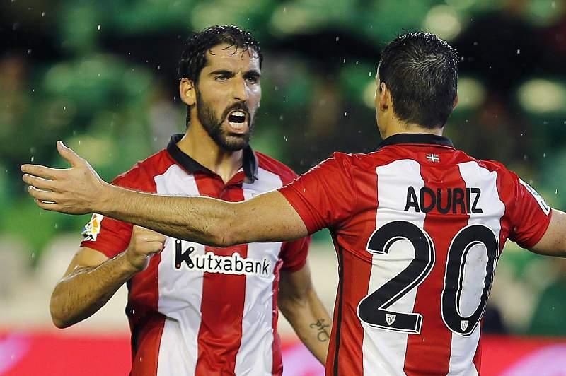 Raúl García festeja um golo pelo Athletic Bilbau