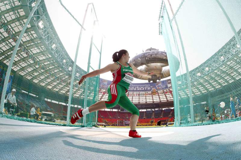 A atleta portuguesa, Irina Rodrigues, em ação no campeonato Mundial de Atletismo em Moscovo. KERIM OKTEN/LUSA