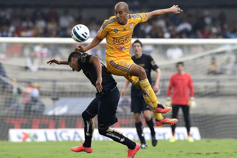 Guido Pizarro em ação pelos Tigres do México