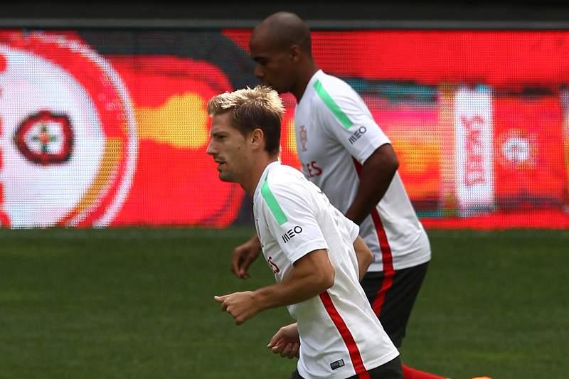 João Mário e Adrien num treino da seleção portuguesa