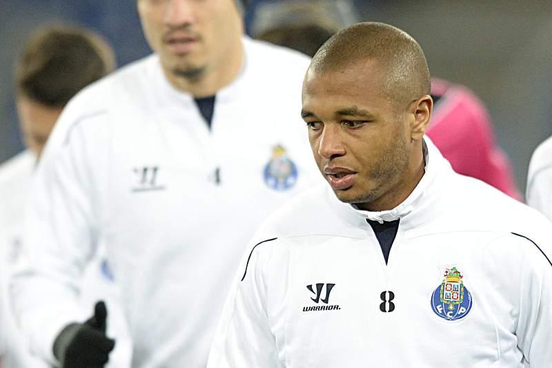 Brahimi já treinou para a receção ao União da Madeira