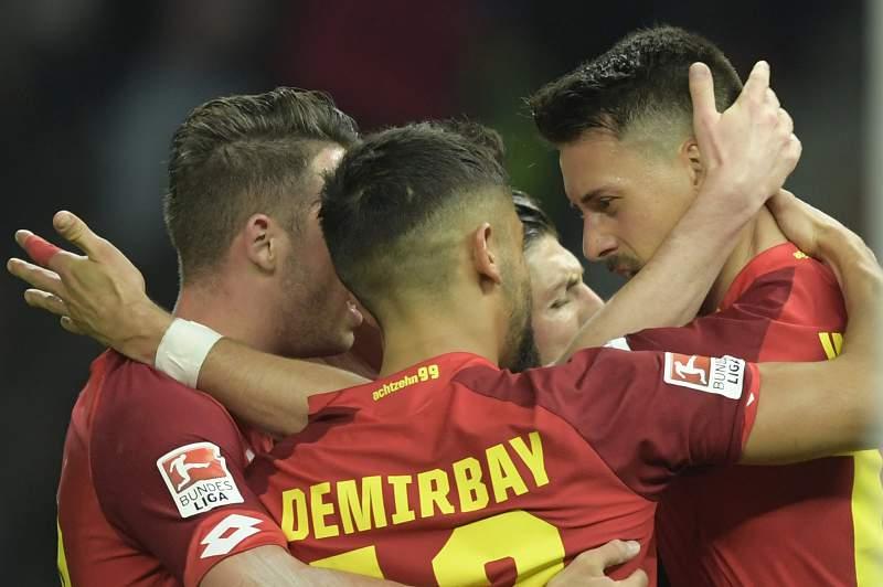 Jogadores do Hoffenheim festejam em Berlim