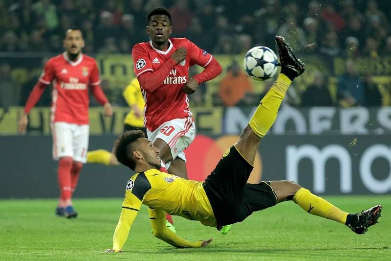 Nélson Semedo em ação no jogo contra o Borussia Dortmund