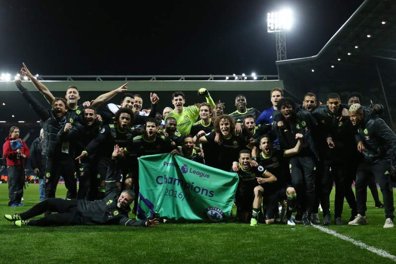 Chelsea faz a festa do título