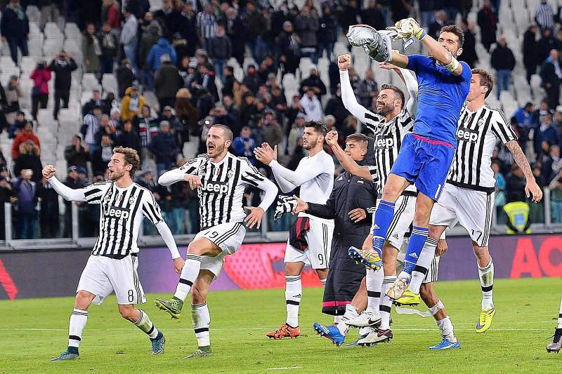 Juventus celebra a vitória diante do AC Milan