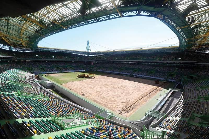 Sporting muda relvado do estádio José Alvalade