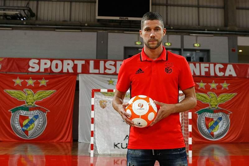 Benfica oficializou a contratação de Raúl Campos