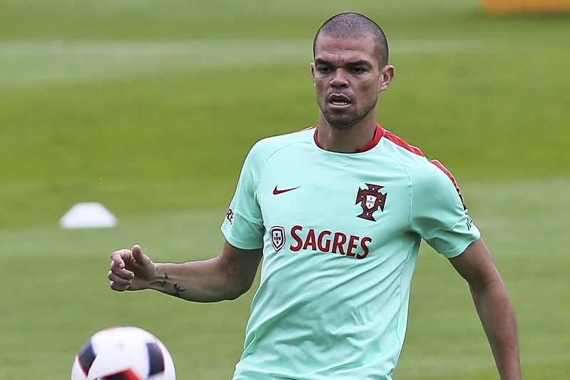Pepe não treinou devido a mialgia