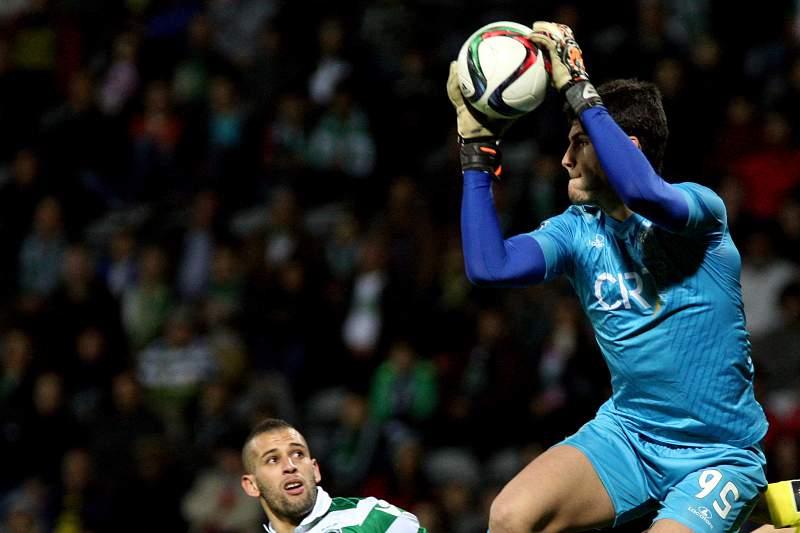 Andre Moreira em ação no jogo entre União da Madeira e Sporting