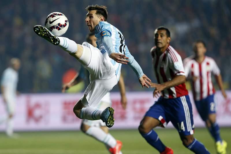 Messi frente ao Paraguai