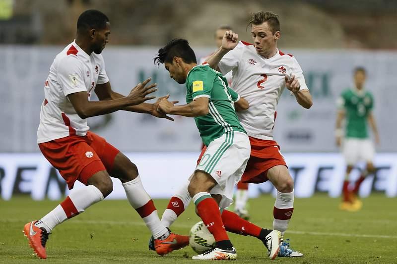 Jesus Corona em ação pelo México contra o Canadá