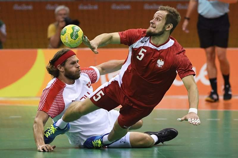 Mikkel Hansen em ação pela Dinamarca durante a meia-final com a Polónia