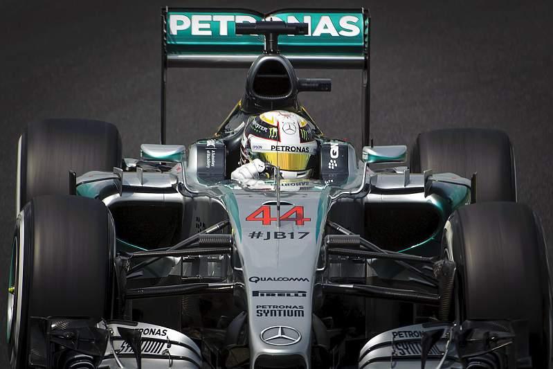 Hamilton garante pole position