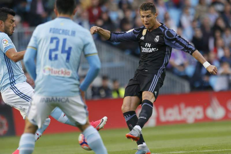 Cristiano Ronaldo em ação pelo Real Madrid no jogo frente ao Celta de Vigo