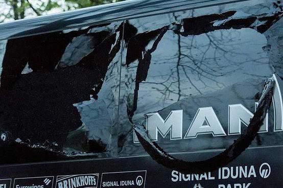Autocarro do Dortmund após os ataques