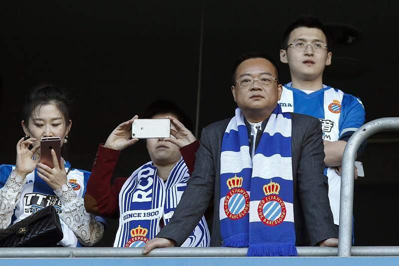 Chen Yansheng (D), novo presidente do Espanyol
