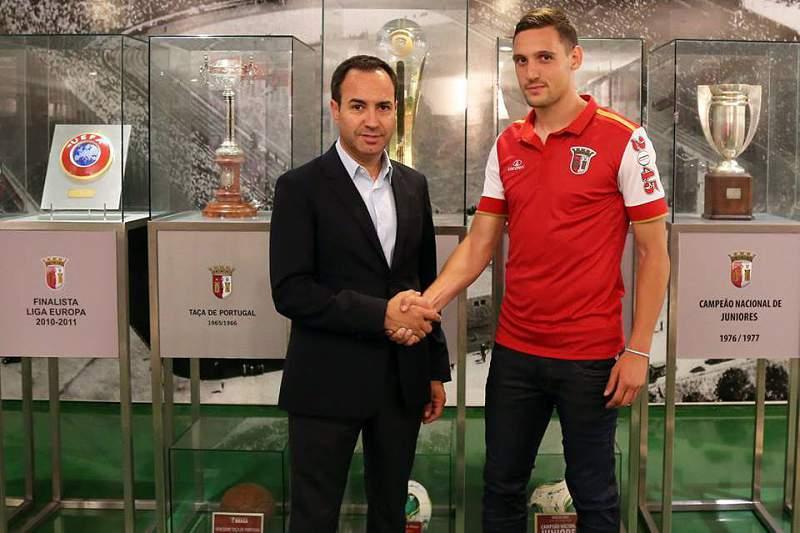 Nikola Stojiljkovic assina pelo SC Braga