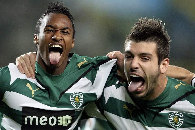 Yannick Djaló e Miguel Veloso celebram a vitória leonina sobre o FC Porto por 3-0 em 2010