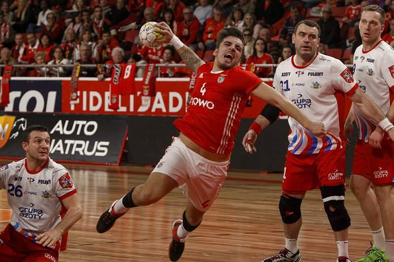 Benfica recupera de derrota por cinco golos e está na fase de grupos da Taça EHF