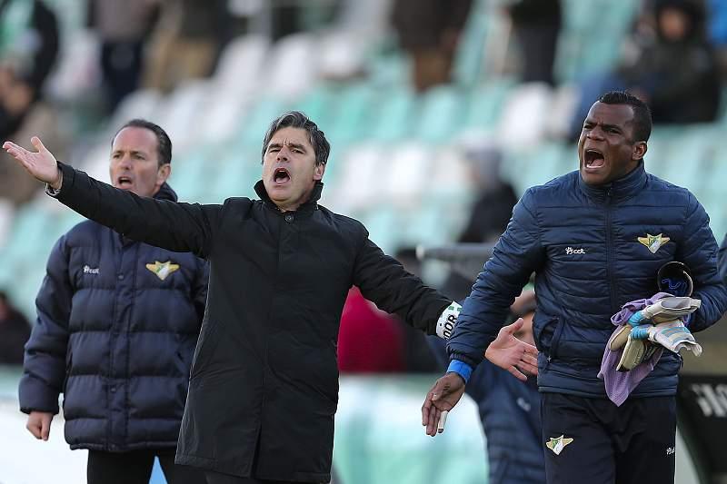 Miguel Leal em ação durante o jogo do Moreirense em Setúbal