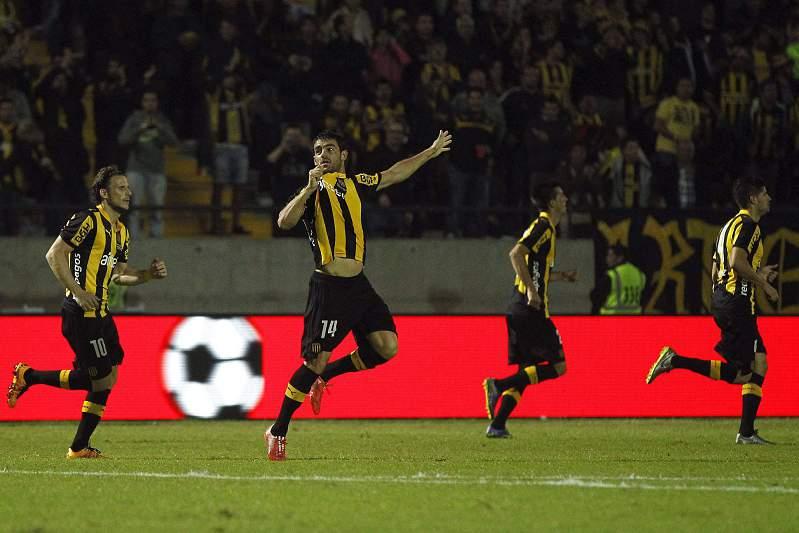 Luis Aguiar celebra um golo pelo Peñarol