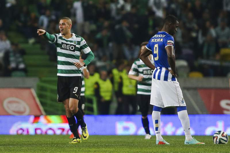 Slimani celebra o golo da vitória sobre o FC Porto no 'clássico' da 23ª jornada da época 2013/2014